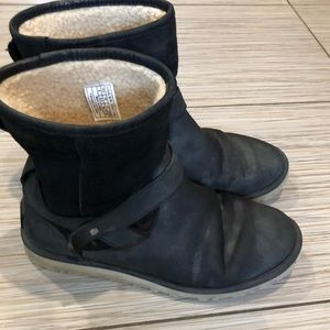 UGGS all leather women's size 8 fits like 8.5